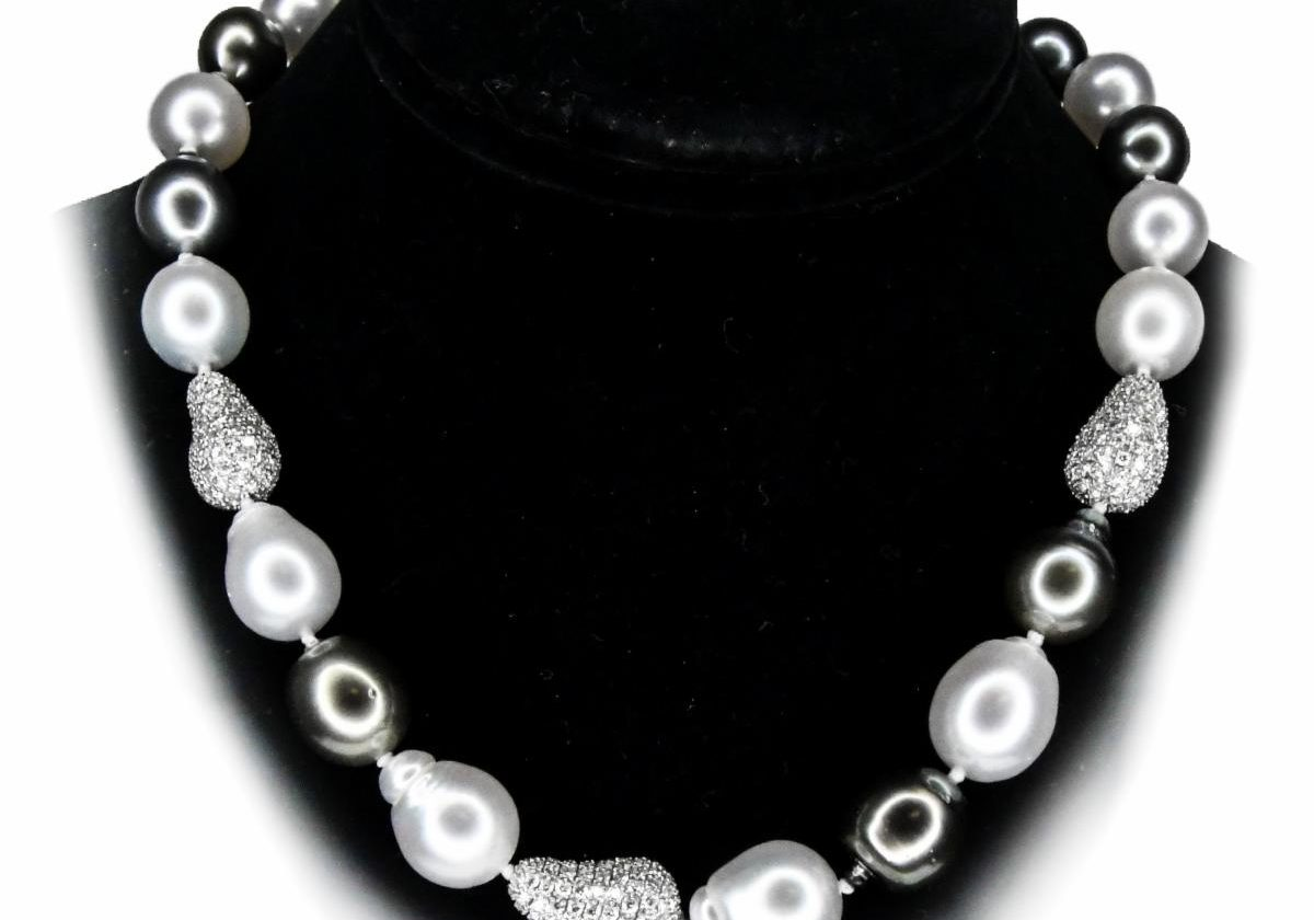roundpearlNecklace